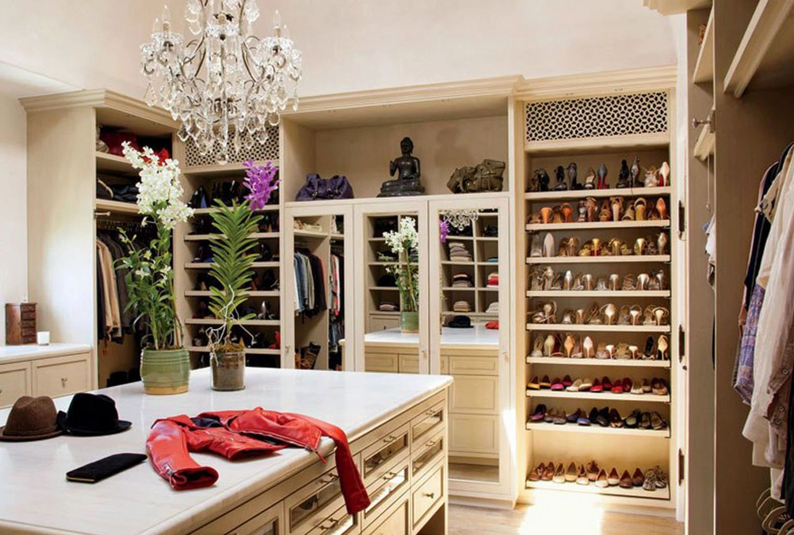 Smartly organized closet